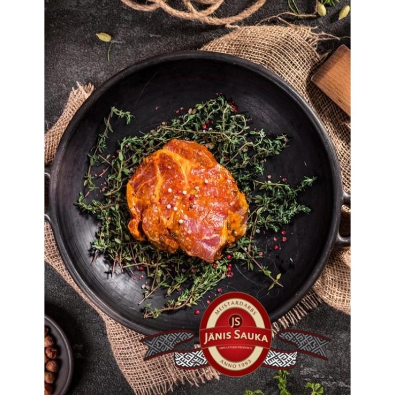 Marinēts cūkgaļas kakla karbonādes steiks apelsīnu marinādē