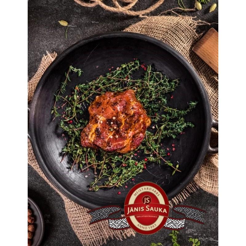 Marinēts cūkgaļas kakla karbonādes steiks barbekju marinādē